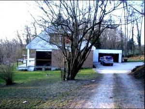 Maison existante vue de l'entrée du terrain