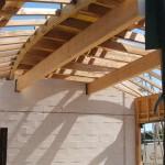 Maison Organique bois et thermopierre en Vendée vue intérieure de la charpente séjour