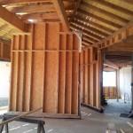 Maison Organique bois et thermopierre en Vendée vue intérieure de la charpente séjour   vers la cuisine