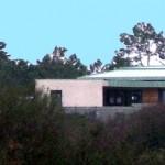 Maison Organique bois et thermopierre en Vendée vue au loin en revenant de la mer