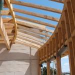 Maison Organique bois et thermopierre en Vendée vue intérieure de la charpente séjour coté sud