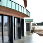 Maison Organique bois et thermopierre vue des baies aluminium du séjour