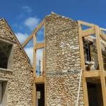 11 juin 2015-La-structure-bois du bâtiment principal est en place