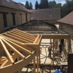 15 juillet 2015: la structure de la verrière pyramidale est en place